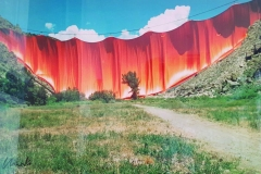 CHRISTO, Curtain Valley, 100 x 60 cm.